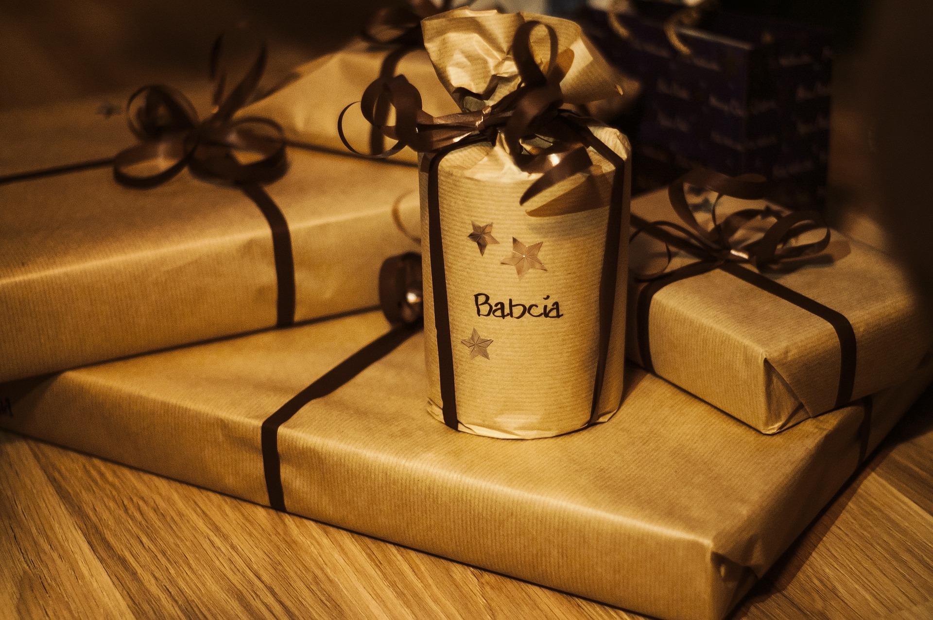 Geschenkpapier, Grußkarten, Zubehör